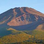 一歩前へ進む頂上への道(富士山登頂)
